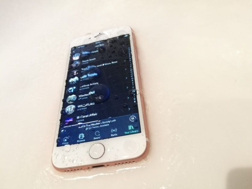 iphone 7 waterproof.jpg